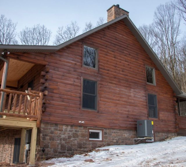 model log home with three bedroom